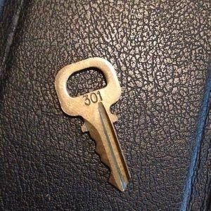 Authentic Louis Vuitton Gold Tone Spare Key # 301